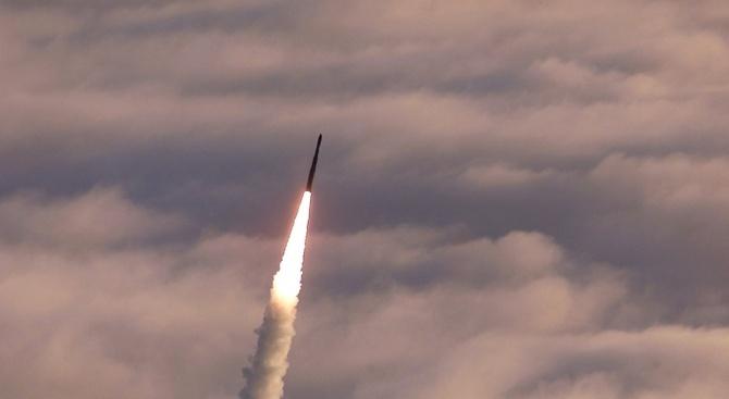 Китай изстреля ракета от морска платформа