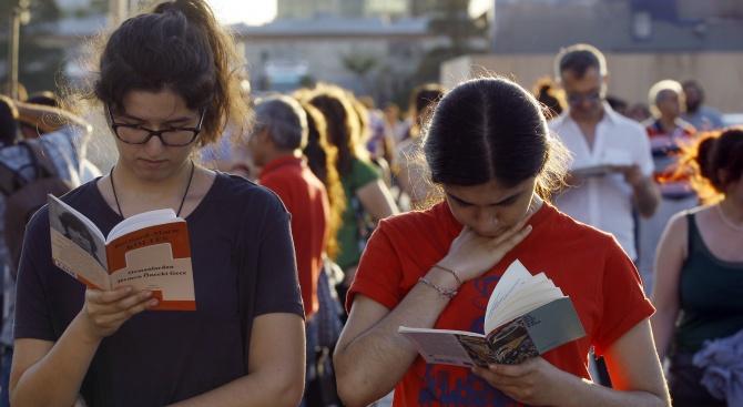 Турция: Хиляди македонци учат езика ни