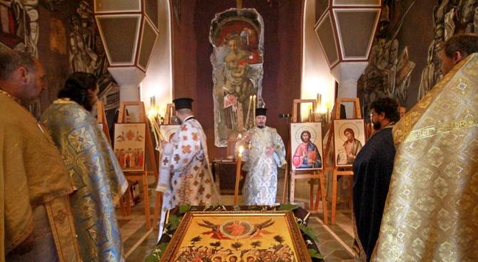 Отслужиха литургия в Патриаршеския храм на Царевец на Възнесение Господне
