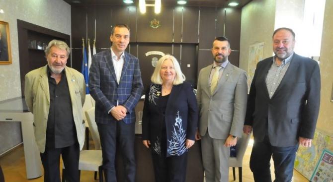 Кметът на Бургас се срещна с президента на Световната дентална федерация д-р Катрин Кел