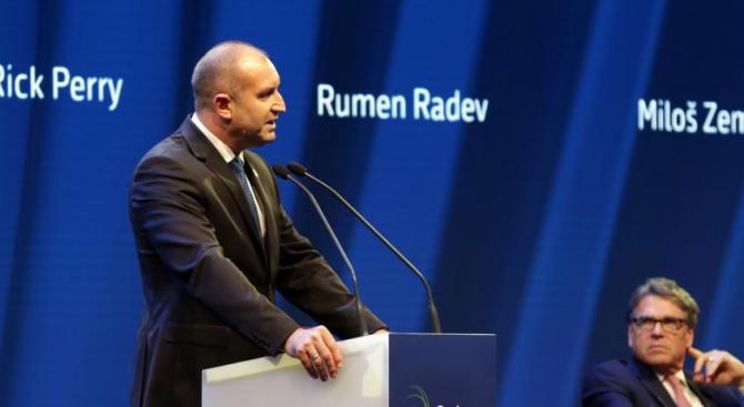 Радев: Необходим е глобален консенсус срещу корупцията, прането на пари, укриването на данъци
