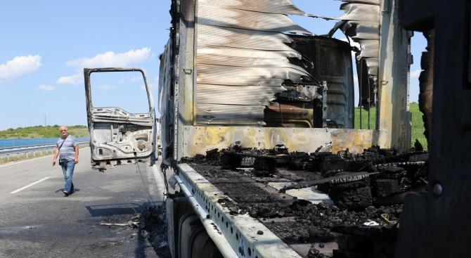 "ТИР изгоря на магистрала ""Марица"""