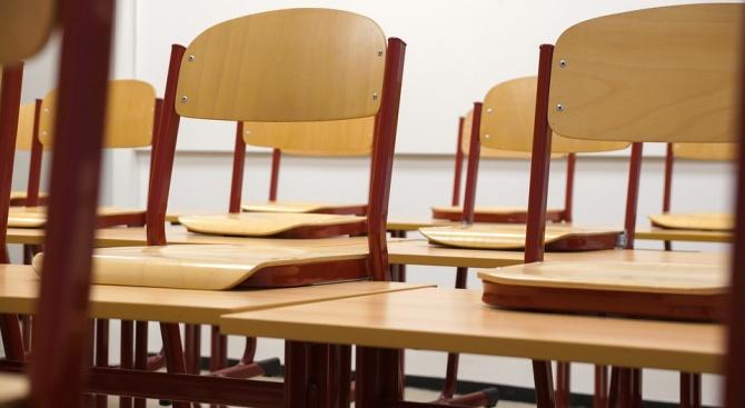 Ученици: По-приятно е да си на двоен чин