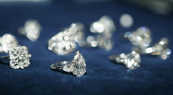 Руската полиция разби схемаза кражба на диаманти за милиони в държавна компания