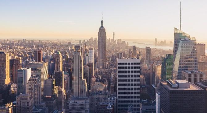 Хеликоптер се разби върху сграда в Манхатън
