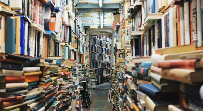 Продават книги с отстъпка на издателството на Софийския университет