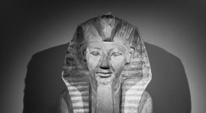 Египет настоява Великобритания да спре продажбата на скулптура на Тутанкамон