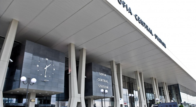 Проверки на Централна гара в София след заплашително телефонно обаждане