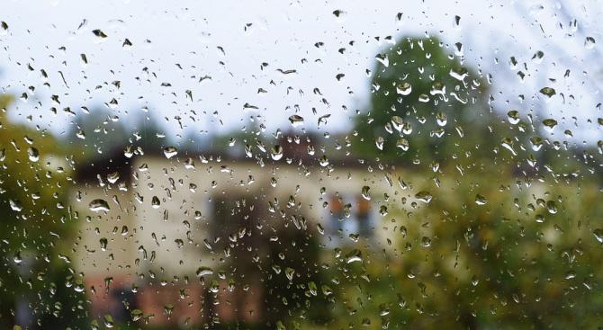 Пороен дъжд наводни болницата в Девин