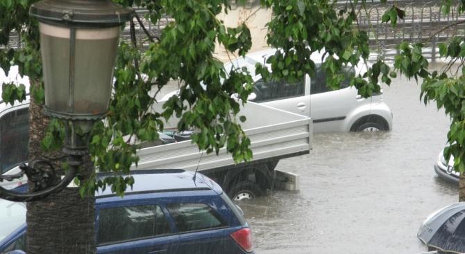 Стотици са евакуирани заради проливните дъждове в Северна Италия