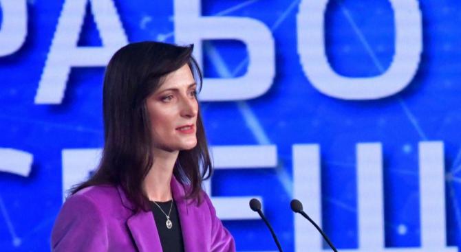 Мария Габриел: Мерките за борба с дезинформацията дават резултат, но трябват още усилия