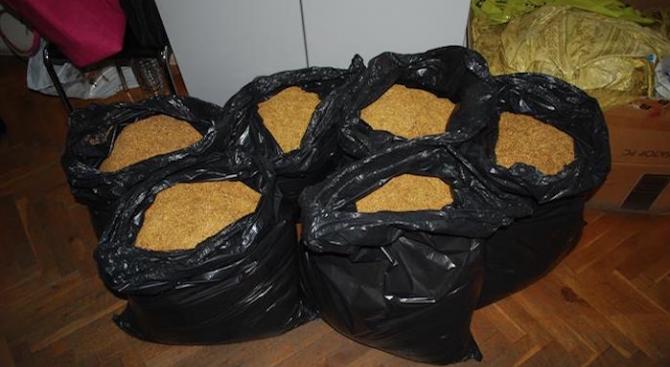"""Спецпрокуратурата обвини десет лица за нелегално производство на """"марков"""" тютюн за пушене"""