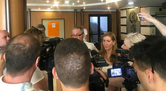 Ангелкова направи инспекция на 5-звезден апартаментен хотел в с. Равда