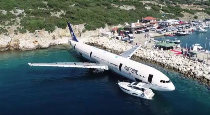 Потопиха самолет в морето край Турция, за да има условия за скуба дайвинг