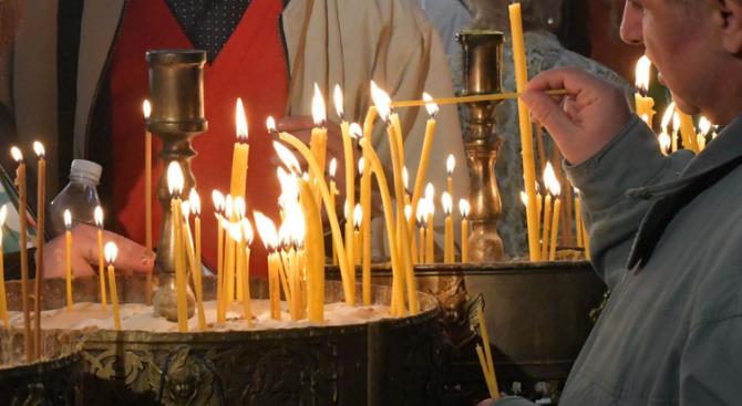 Днес е Петдесетница - един от най-големите православни празници