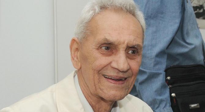 Почина големият български фотожурналист Христо Юскеселиев