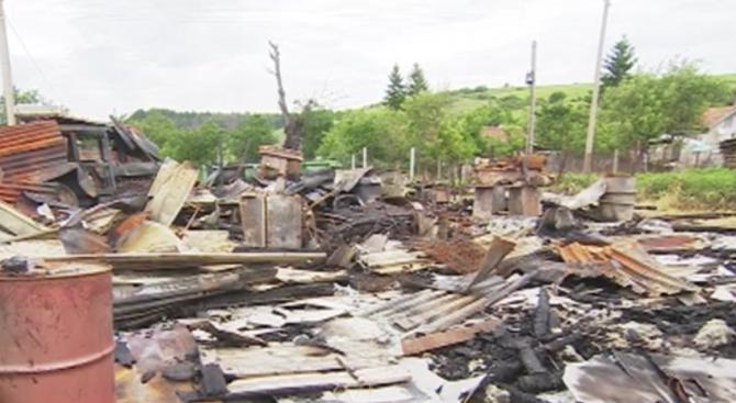 Опожариха дома и машините на арендатор