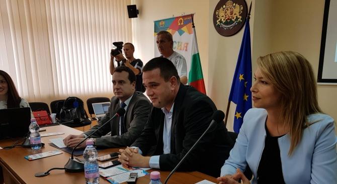 Зам.-министър Николай Павлов дискутира Национална стратегия за младежта (2020-2030) в Кърджали