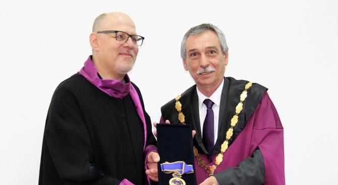 Световноизвестният журналист и писател Ерик Уайнър е новият почетен доктор на Великотърновския университет