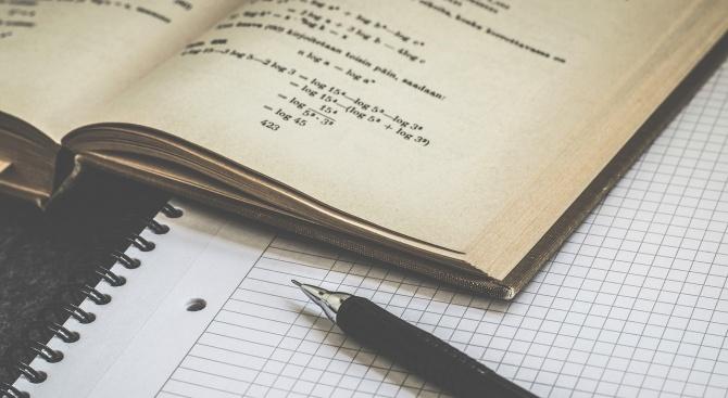 Около 60 хил. седмокласници се явяват днес на матура по математика