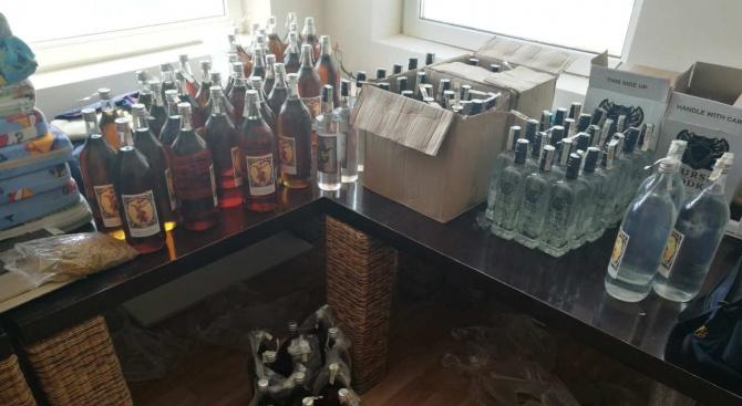 Митничари спипаха близо един тон нелегален алкохол
