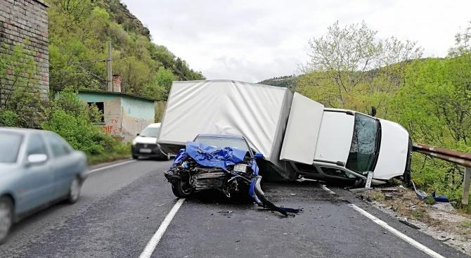 Тежка катастрофа в участък между Якоруда и Разлог: Има загинал и ранени