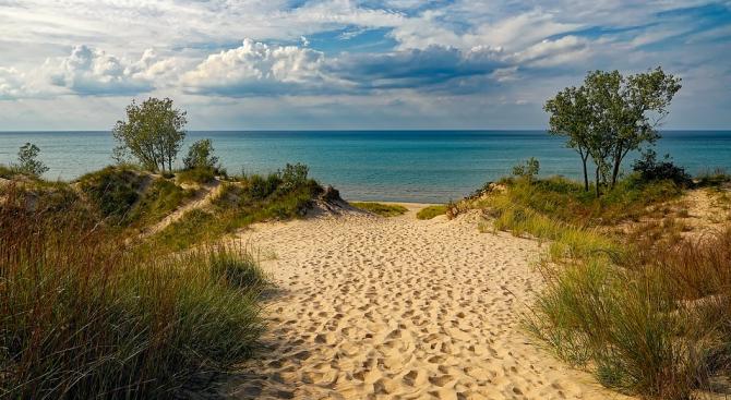 МС одобри промяна, според която процедурите за концесии на морски плажове ще са по реда на Закона за устройството на Черноморското Крайбрежие