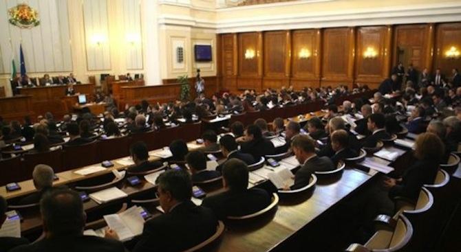 Депутатите прекратиха правомощията на Елена Йончева и Петър Витанов