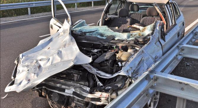 """""""Пътна полиция"""": 12 души са загинали в катастрофи за 4 дни"""