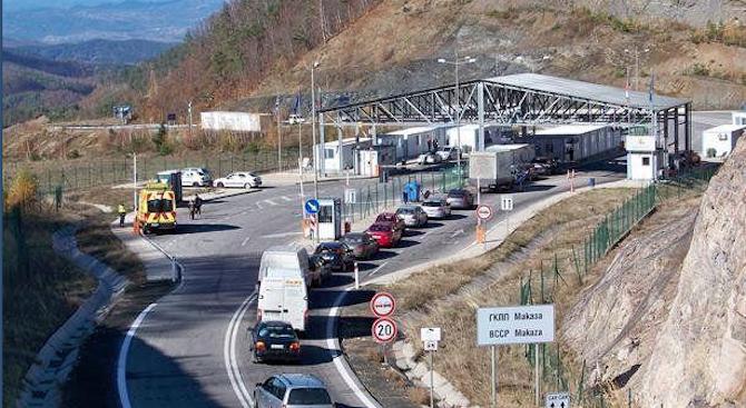 """Силно интензивен е трафикът на ГКПП """"Кулата"""" и """"Маказа"""" на изход от страната"""