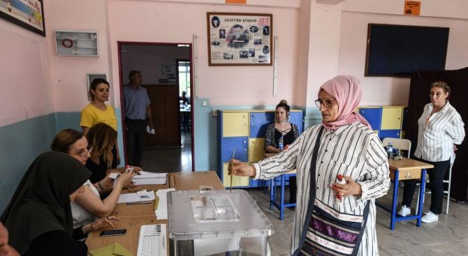 С висока избирателна активност започнаха кметските избори в Истанбул