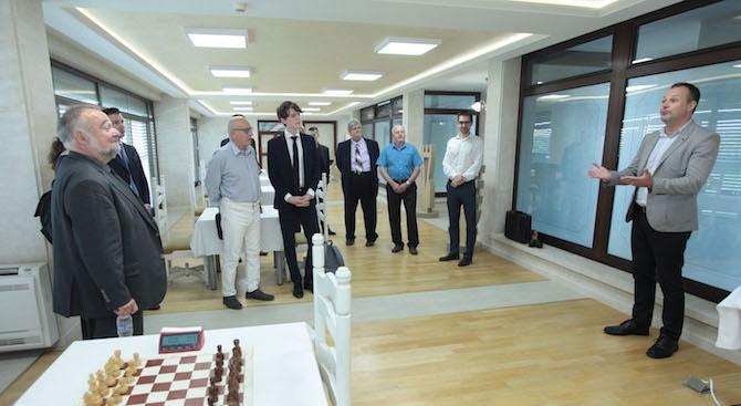 Заместник-министърът на външните работи Георг Георгиев връчи купата на победителя във Втория турнир по шахмат за дипломати
