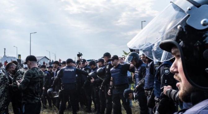 Десет полицаи са отстранени от работа след разпръскването на протестите в Тбилиси