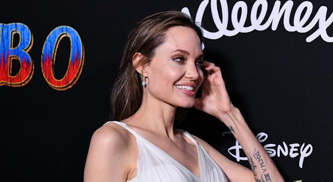 Анджелина Джоли се изявява в ново амплоа