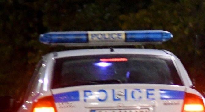 Трима пребиха мъж в землището на село Войници