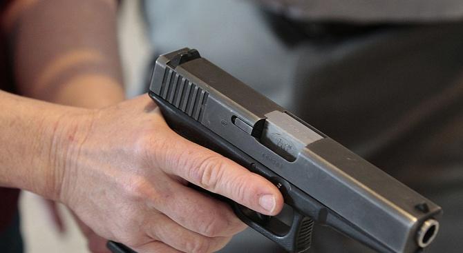 Пиян влезе с пистолет в пловдивско заведение