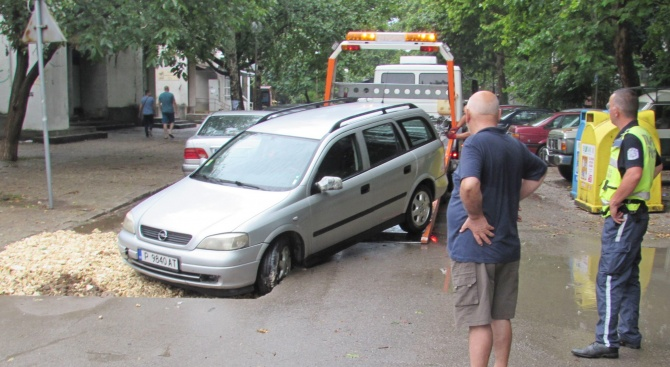 Кола падна в необозначен изкоп на ''Топлофикация'' в Русе