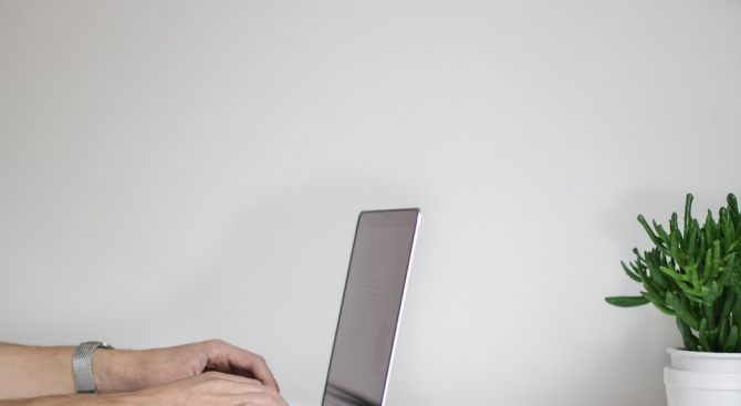 Мъж използва фалшив профил, за да разпространи порнографска снимка на дете