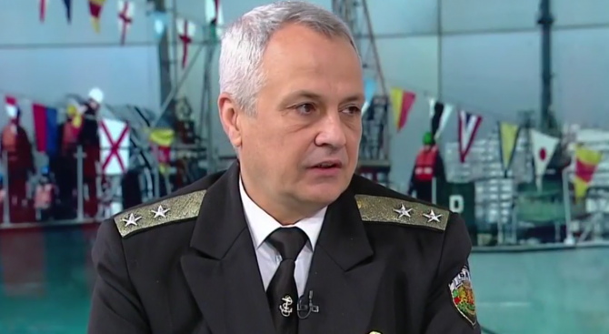 """Вицеадмирал Митко Петев ще сдаде длъжността """"Командир на Военноморските сили"""""""