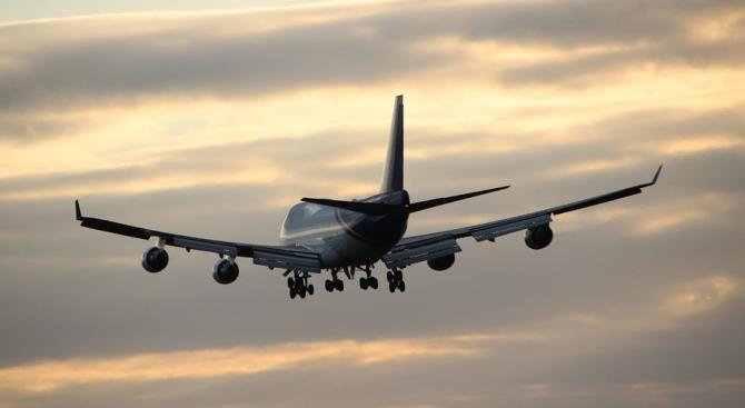 Двама пилоти на руски пътнически самолет загинаха при аварийно кацане