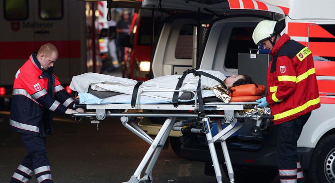 Четирима са тежко ранени при срутване на две жилищни сгради във Виена