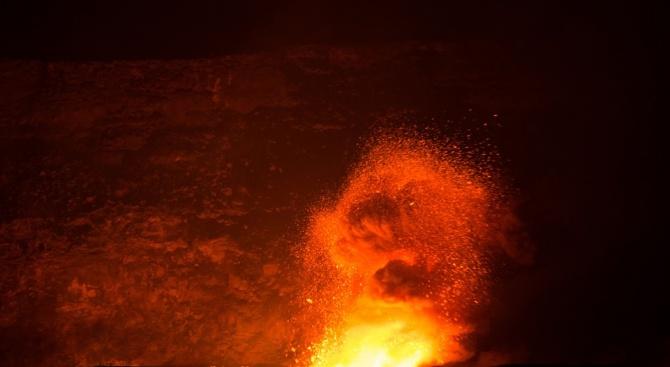5000 жители на остров Нова Британия избягаха от домовете си след изригването на вулкан