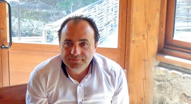 Кметът на Костенец Радостин Радев излиза от ареста