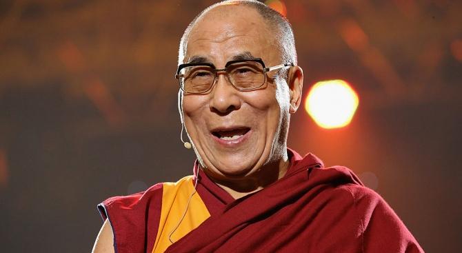 Далай Лама: Да ме наследи жена? Може, но само ако е привлекателна