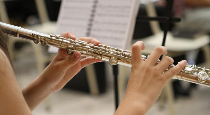 Изучаването на музикален инструмент подобрява успеха в училище