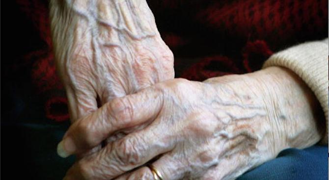 Телефонни измамници отмъкнаха спестяванията на поредна старица