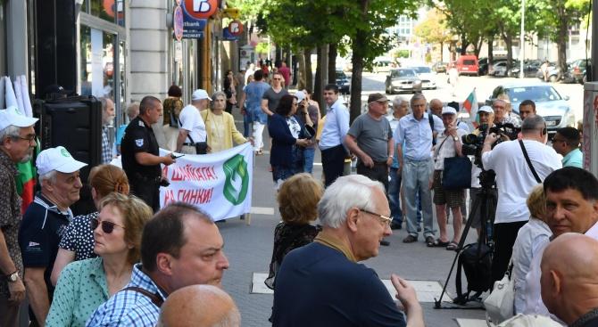 Протест пред КЕВР срещу предстоящото покачване на цените на тока