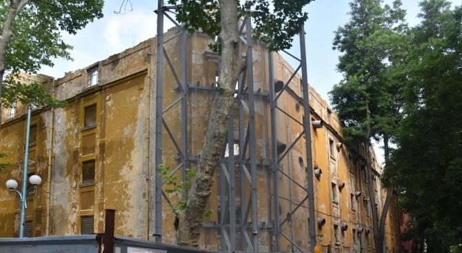 Гледат делото за разрушения тютюнев склад в Пловдив