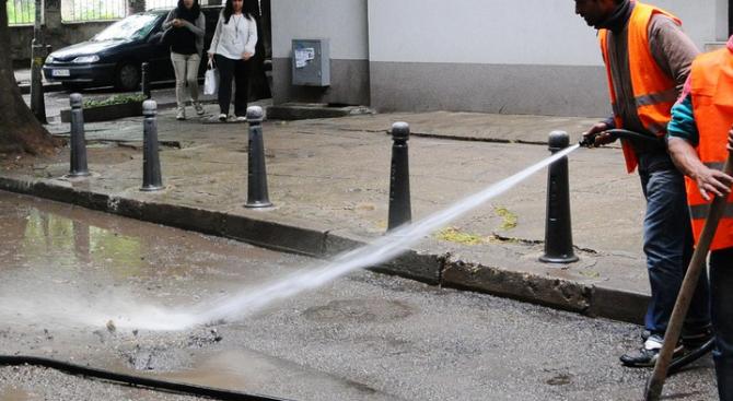 Оросяват улиците в София заради жегите