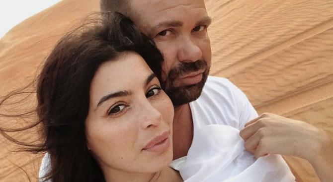 Румен Рончев се развежда, с Мегз излязоха от съдебната палата под ръка